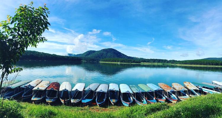 Hồ Tuyền Lâm - mặt nước