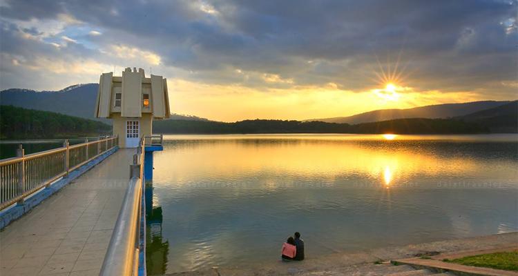 Hồ Tuyền Lâm - đập nước