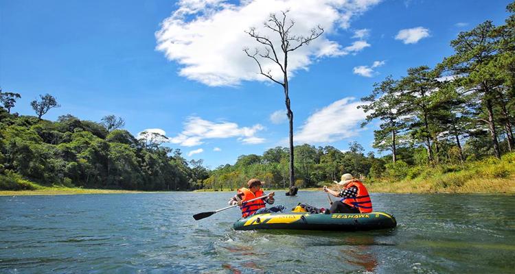 Hồ Tuyền Lâm - du thuyền