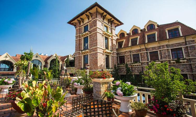Khách sạn Đà Lạt - vườn hoa