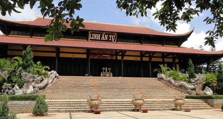 Kinh nghiệm du lịch Đà Lạt chùa linh ẩn