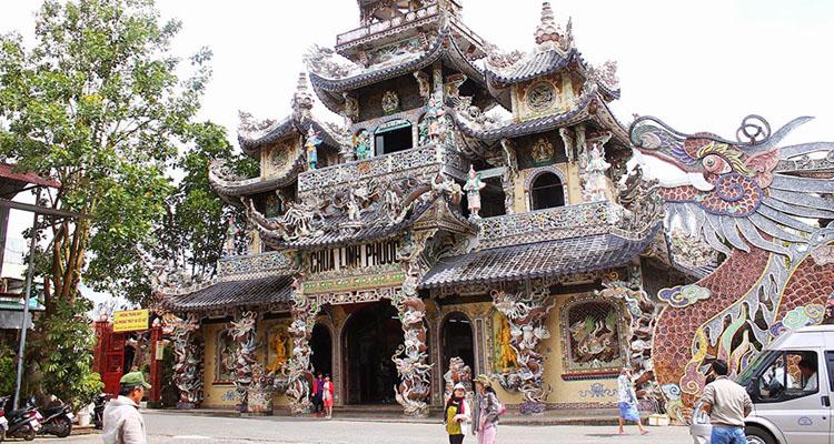 Kinh nghiệm du lịch Đà Lạt chùa linh phước