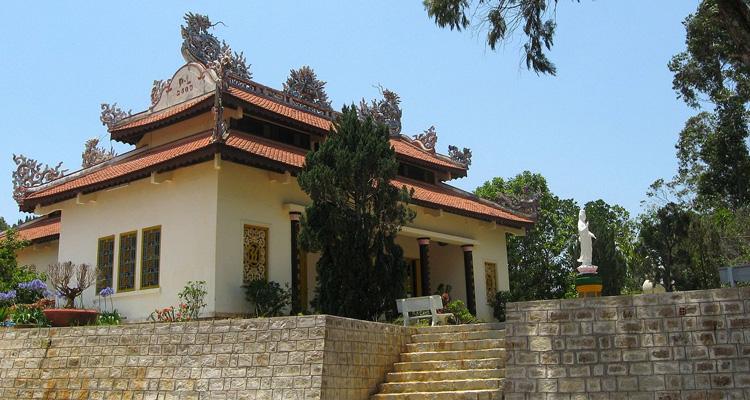 Kinh nghiệm du lịch Đà Lạt chùa linh phong