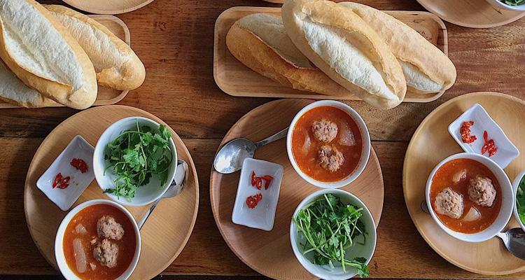 Kinh nghiệm du lịch Đà Lạt bánh mì xíu mại