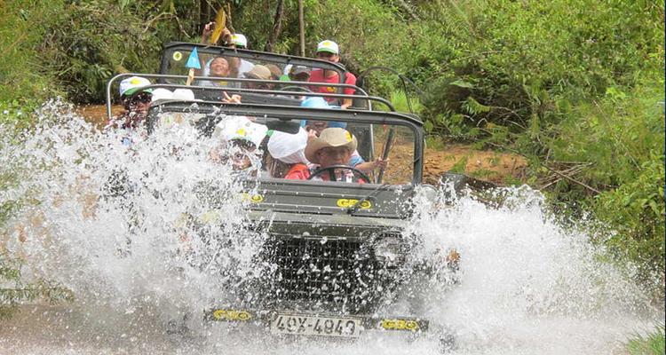 Làng Cù Lần - xe jeep