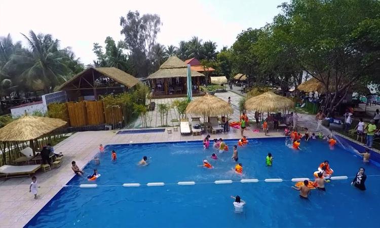 Làng du lịch Tre Việt - hồ bơi