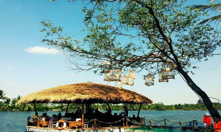 Làng du lịch Tre Việt - toàn cảnh