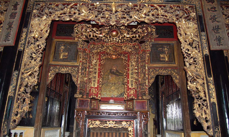 Nhà thờ Huỳnh Thủy Lê - trong nhà