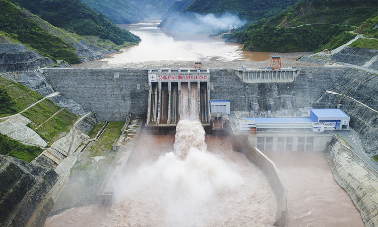 Nhà máy thủy điện Sơn La - xả nước