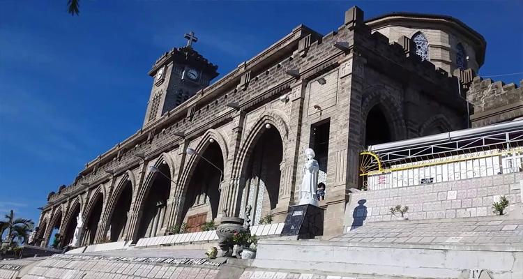Nhà thờ đá Nha Trang là công trình văn hóa lịch sử được xây dựng từ thời Pháp thuộc.