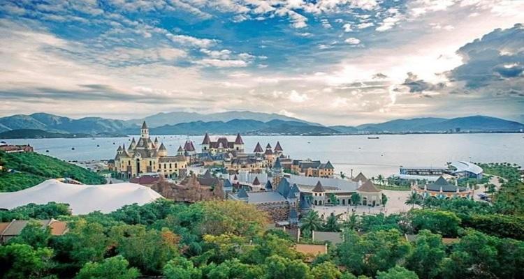 Các địa điểm du lịch ở gần Nhà thờ đá Nha Trang