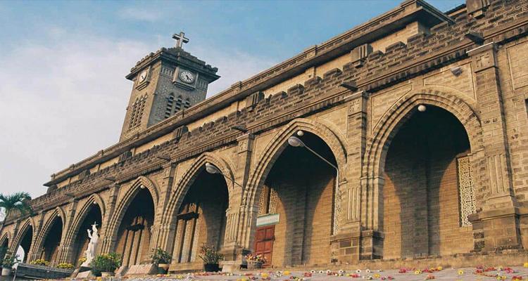 Kiến trúc Nhà thờ đá Nha Trang mang đậm phong cách Châu Âu