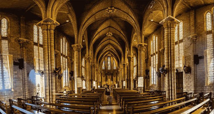 Khu Thánh đường nhà thờ đá Nha Trang rộng, kiến trúc đẹp và độc