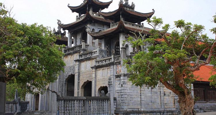 Nhà thờ Phát Diệm chụp từ xa