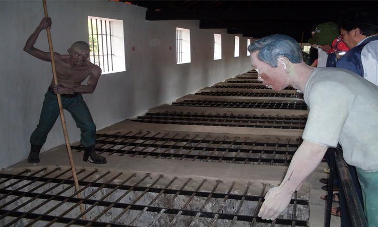 Nhà tù Phú Quốc - tù