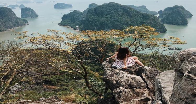 Thời điểm thích hợp nhất để leo núi Bài Thơ là vào lúc sáng sớm và chiều tà.