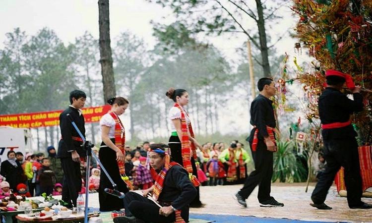 Rừng thông bản Áng - lễ hội
