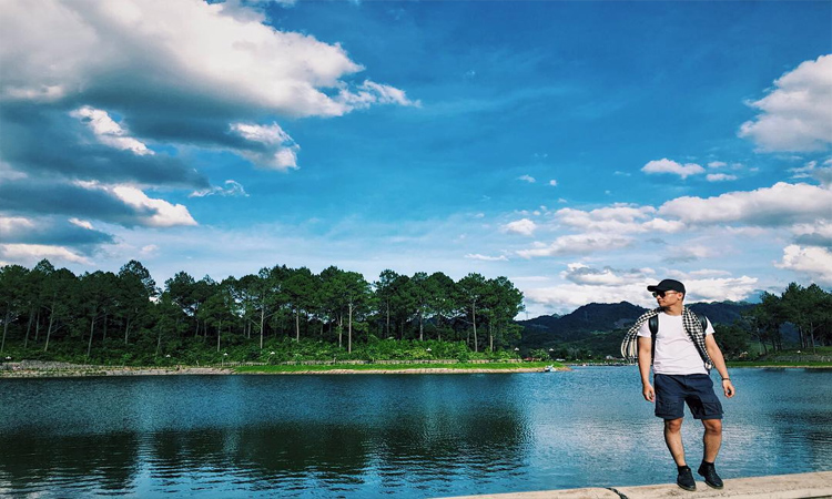 Rừng thông bản Áng - hồ nước