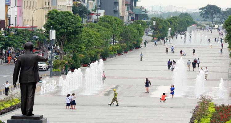 Sài Gòn về đêm - đài phun nước
