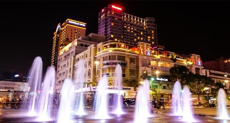 Sài Gòn về đêm - phun nước