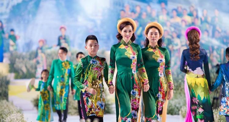 Sài Gòn về đêm - trình diễn