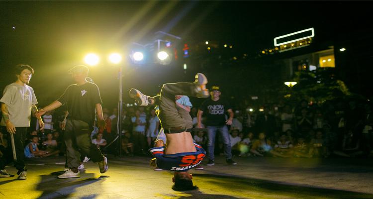 Sài Gòn về đêm - biểu diễn