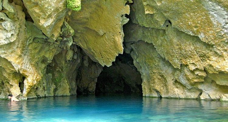 sông chày hang tối 1