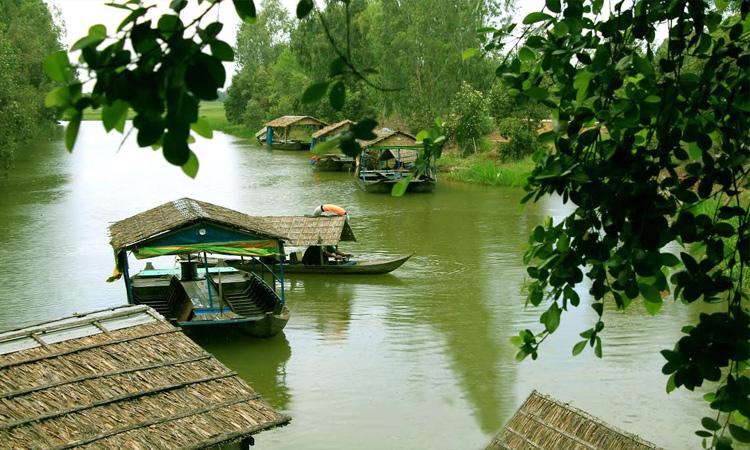 Vườn quốc gia Tràm Chim - lái thuyền