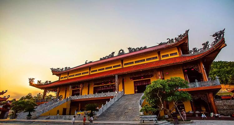 Quảng Ninh có gì chơi - chùa ba vàng