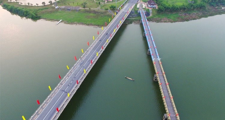 Cầu Hiền Lương 01