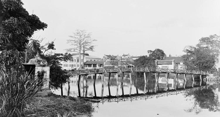 Cầu Thê Húc 03