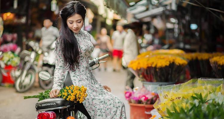 Chợ hoa Hồ Thị Kỷ 12