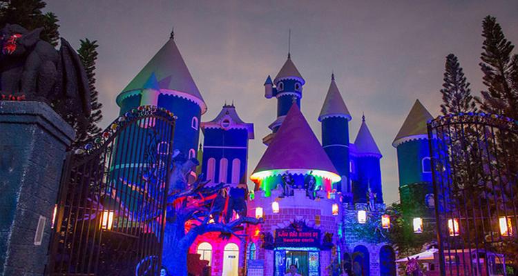 Công viên văn hóa Đầm Sen - lâu đài