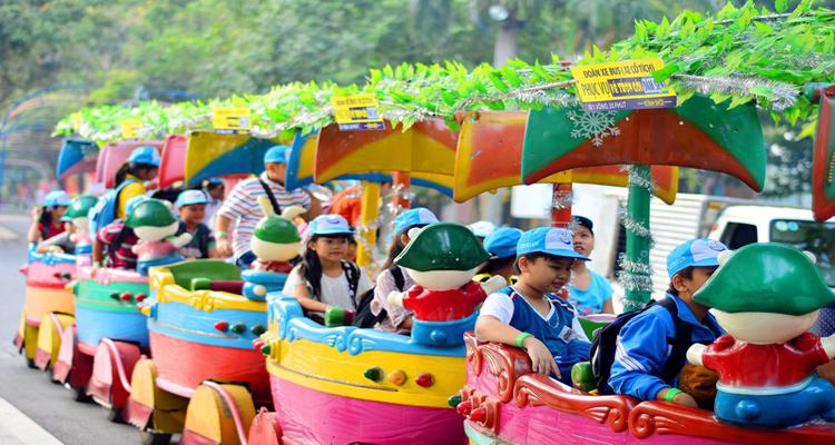 Công viên văn hóa Đầm Sen - tàu lửa
