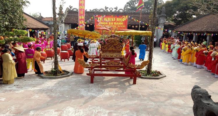 Du lịch Hà Nam - lễ hội ở chùa Bà Đanh