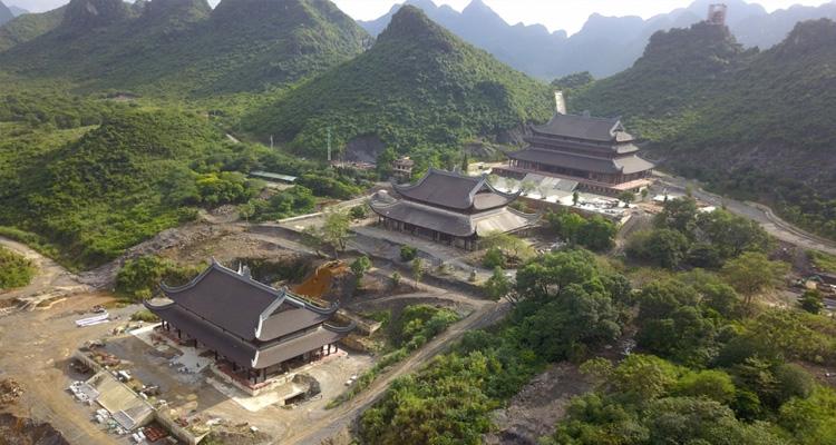 Du lịch Hà Nam - nhìn trên cao chùa Tam Chúc
