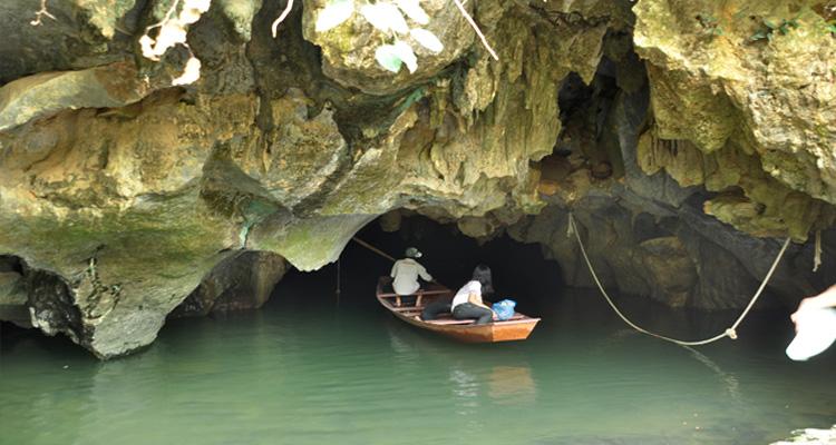 Du lịch Hà Nam - hang luồn - ao dong