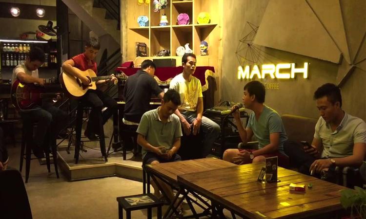 Quán cafe đẹp ở Sài Gòn - biểu diễn