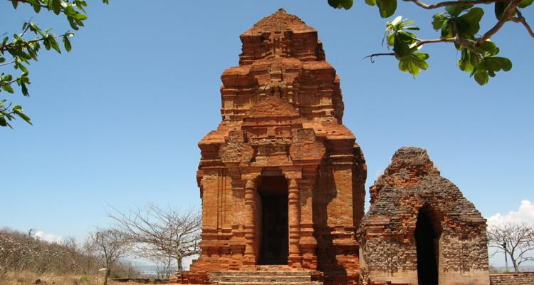 Tháp Chàm Poshanư 2